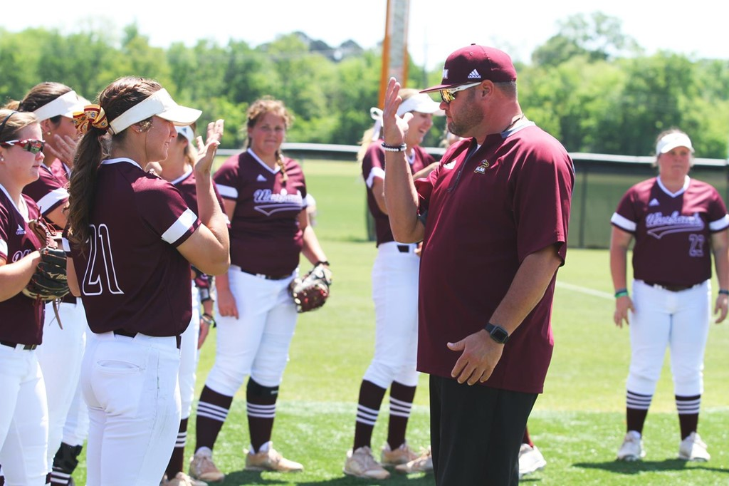 Softball Prepares For Final Conference Series At Ull University Of